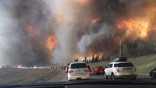 FtMcMurray640px-Landscape_view_of_wildfire_near_Highway_63_in_south_Fort_McMurray
